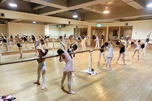 バレエスタジオモモ教室東京千川スタジオ-クラスの様子1