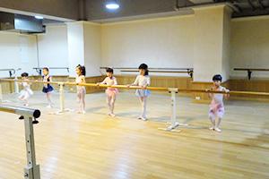 バレエスタジオモモ教室東京千川スタジオ-クラスの様子2